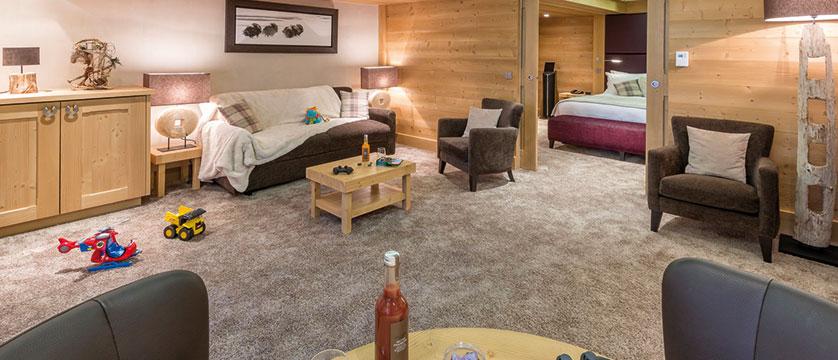 france_three-valleys-ski-area_meribel_hotel-kaila_family-suite2.jpg